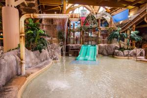 Cedar Point Castaway Bay Indoor Water Park, Hotely  Sandusky - big - 38