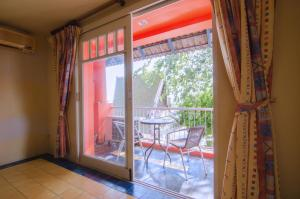 Anda Orange Pier Guesthouse, Penziony  Chalong  - big - 16