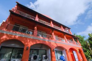 Anda Orange Pier Guesthouse, Penziony  Chalong  - big - 17