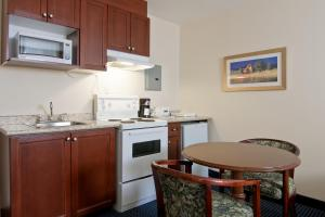 Premier Queen Suite with Kitchenette - Non-Smoking