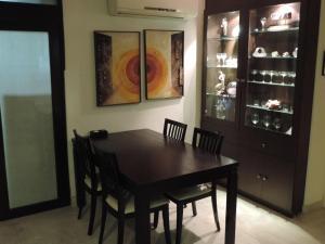 Emerald Mayfair, Ferienwohnungen  Kalkutta - big - 6