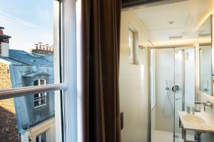Double Room with Eiffel Tower View