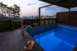 White dream Pension, Hostely  Jeju - big - 2