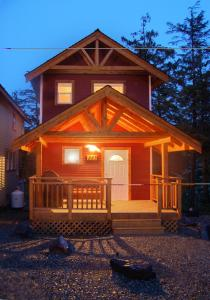 Two Bedroom Cottage F (Waterfront + Hot Tub)