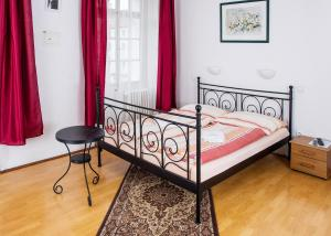 Charles Bridge Bed And Breakfast - Accommodation - Prague