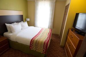 Deluxe 2 Bedroom Queen Suite- Non-Smoking