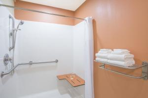 Deluxe King Room - Disability Access/Non-Smoking