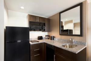 One-Bedroom Queen Suite with Kitchen - Non-Smoking