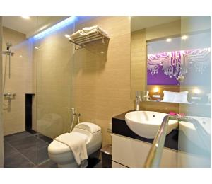 The Life Hotels City Center, Hotely  Surabaya - big - 3