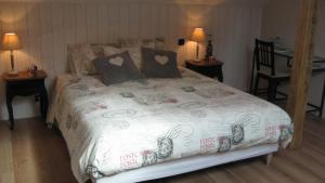 Le Clos De La Roche, Bed and breakfasts  Goven - big - 4