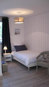 Le Clos De La Roche, Bed & Breakfasts  Goven - big - 5