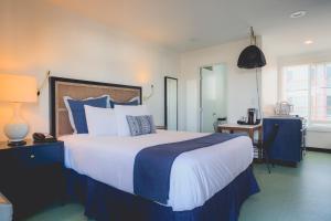 Standard Queen Room with Kitchenette