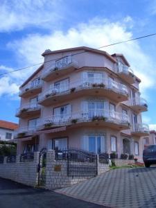 Apartments in Tkon/Insel Pasman 7887, Apartmanok  Kraj - big - 3