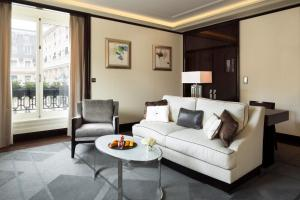 Grand Premier Suite with Spa Access & Gift Voucher