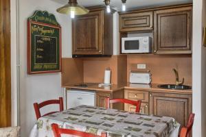 Apartamentos San Marsial, Апартаменты  Бенаске - big - 23