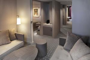 Suite with free pool and hammam access