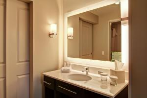 One-Bedroom King Corner Suite
