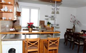 Villa Anastazis - Penzion Eden, Guest houses  Karlovy Vary - big - 69