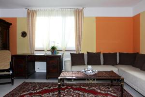Villa Anastazis - Penzion Eden, Guest houses  Karlovy Vary - big - 32