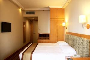 Special Offer - Premier Queen or Twin Room