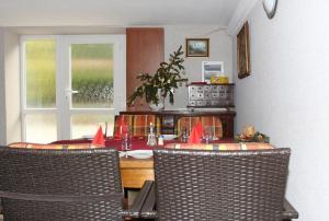 Villa Anastazis - Penzion Eden, Guest houses  Karlovy Vary - big - 127