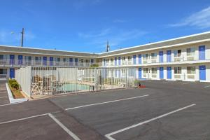 Motel 6 Phoenix Airport - 24th Street, Hotels  Phoenix - big - 26