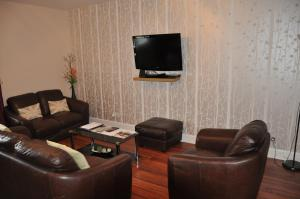 Two Bedroom Apartment (1 double bed + 2 singles)