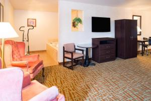 Deluxe King Suite with Jacuzzi