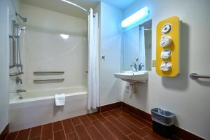 Standard Room - Accessible - Non-Smoking