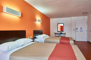 Double Room with Two Full Beds - Non-Smoking