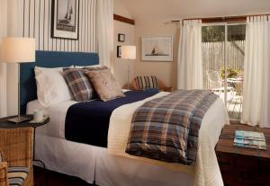 Queen Room in Cottage