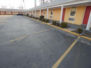 Sunrise Inn - Brownsville, Motel  Brownsville - big - 15