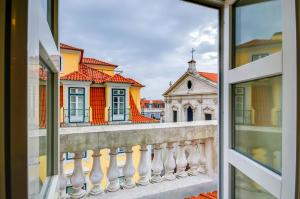 Superior Triple Room with Chiado View