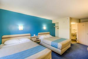 Deluxe Queen Room with Two Queen Beds - Smoking