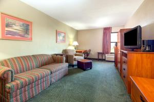 Two Room Suite with King Bed - Non-Smoking
