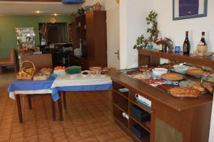 Hotel du Soleil Bleu, Szállodák  Istres - big - 24