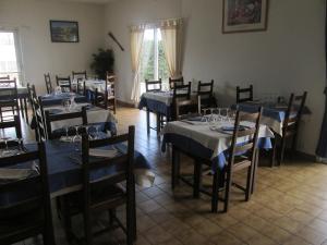 Hotel du Soleil Bleu, Szállodák  Istres - big - 21