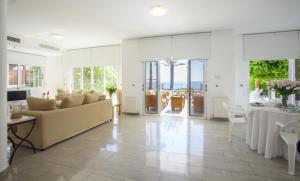 Sunset Meneou Villa, Дома для отпуска  Периволия - big - 38
