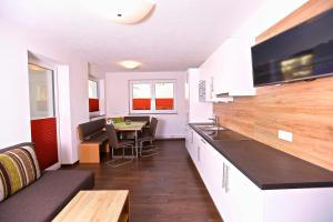Ladis Living, Apartmanok  Ladis - big - 12