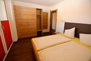 Ladis Living, Apartmanok  Ladis - big - 13
