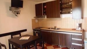 Apartment House Nono, Apartmány  Povljana - big - 53