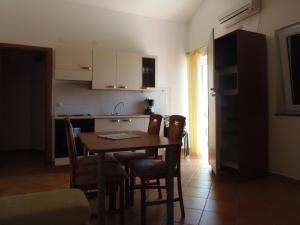 Apartment House Nono, Apartments  Povljana - big - 40
