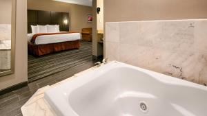 Best Western Riverside Inn, Hotels  Danville - big - 4