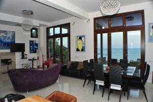 Beach Villa Pantheon, Vily  Pomos - big - 43