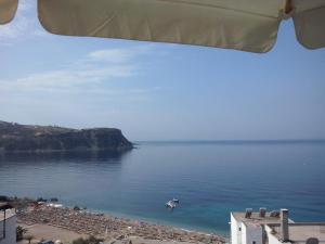 Ionian View, Apartments  Himare - big - 4