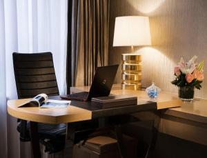 Executive Queen Room - Non-Smoking