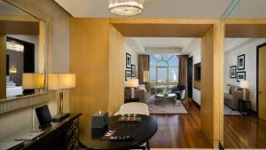 Executive Junior Suite with lounge access