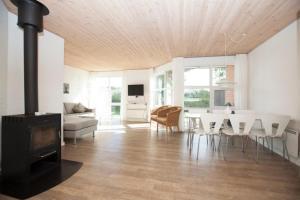 Ho Three-Bedroom Apartment 04, Üdülőparkok  Blåvand - big - 28