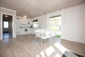 Ho Three-Bedroom Apartment 04, Üdülőparkok  Blåvand - big - 40