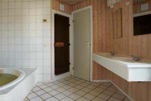 Ho Three-Bedroom Apartment 04, Üdülőparkok  Blåvand - big - 51